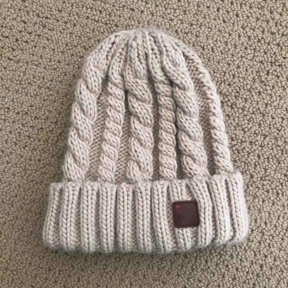 4fdbb8cba8d Roxy Accessories - NWOT adorable knit Roxy winter hat